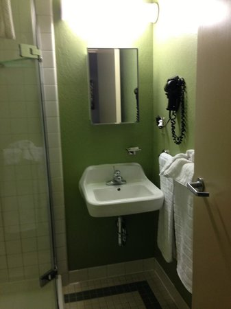 Hotel Fusion : small bathroom