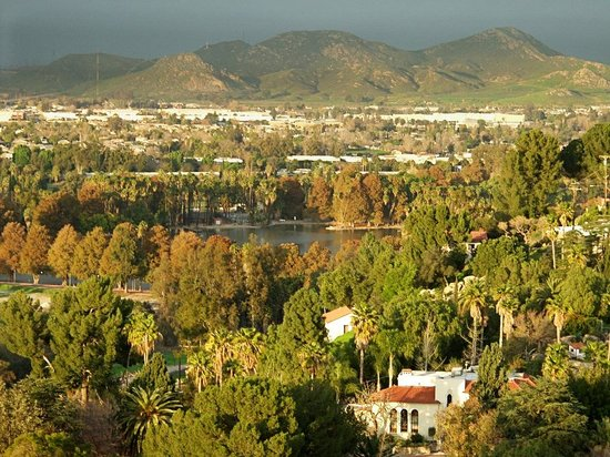 Riverside, Kalifornia: View of Fairmount park from hill
