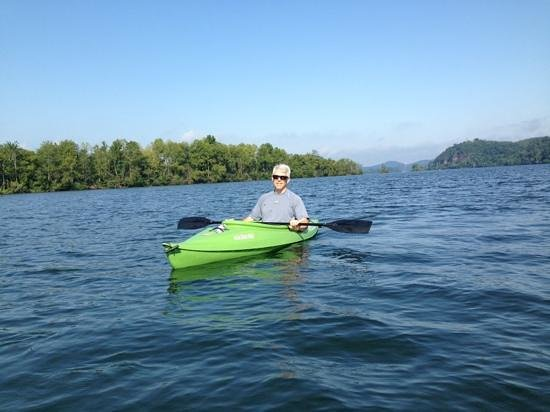 Sweetberries Bed and Breakfast: Kayaking on the Little Tennessee River