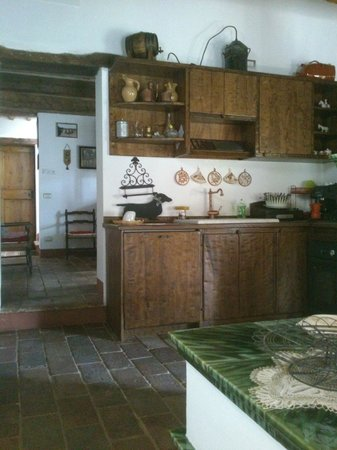 B&B Pietra Salara : Zona cucina - Rustico