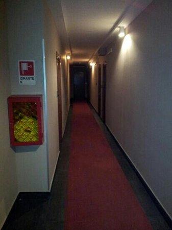 Hotel Mediterraneo : Corridoio... ometto le stanze per buon gusto mio