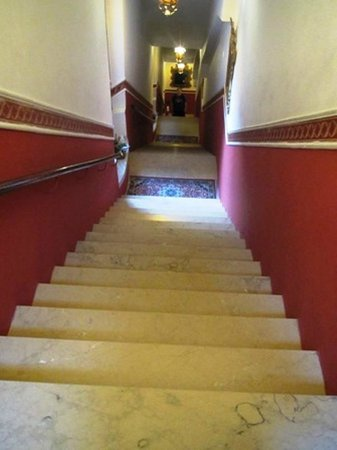 """Antica Locanda Sturion"" Residenza d'Epoca : The long stairway."