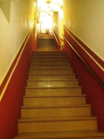 """Antica Locanda Sturion"" Residenza d'Epoca : The long staircase."