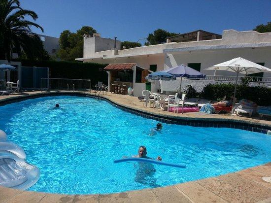 Hostal Oasis D'Or: pool area