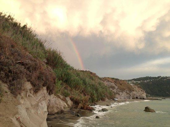 Hotel  Cava dell'isola: l'arcobaleno dopo la pioggia che spettacolo...
