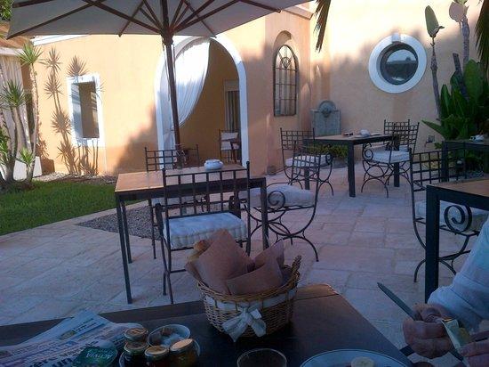 Hotel La Vigne de Ramatuelle: the Breakfast  terrasse