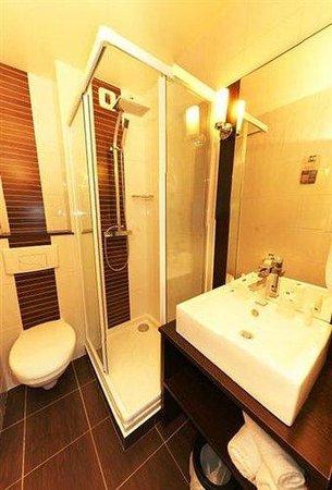 Kyriad La Fleche: Bathroom