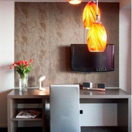 Waldorf Celestion Apartment Hotel: Celestion Tv Study