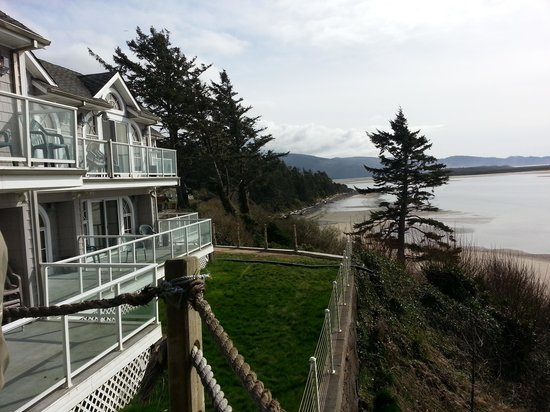 Edgewater Motel and Vacation Rentals: view of condos and the bay