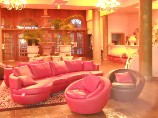 Pacific Inn Resort and Conference Centre: lobby del hotel