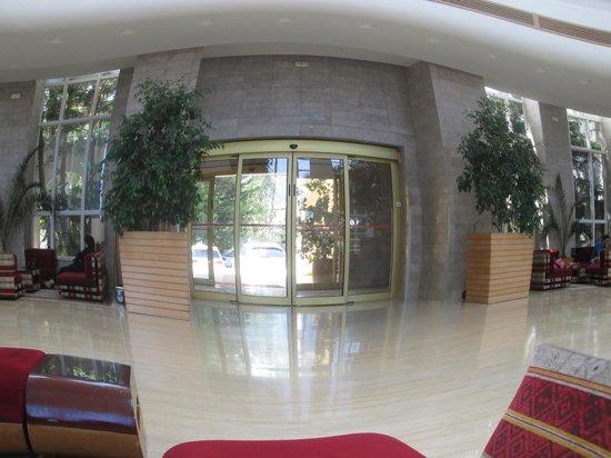 Hotel Laico Hammamet: ВХОД и он же ВЫХОД (главный)