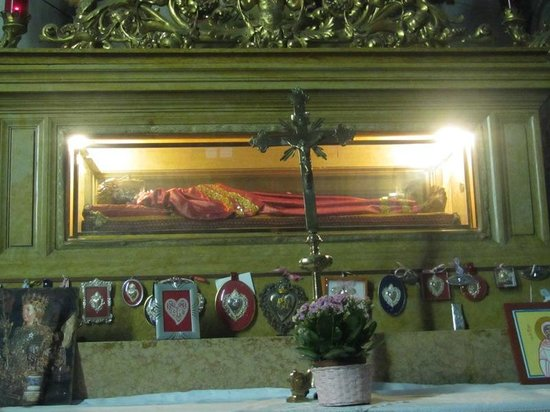 Chiesa di San Geremia: The crypt of St. Lucy.