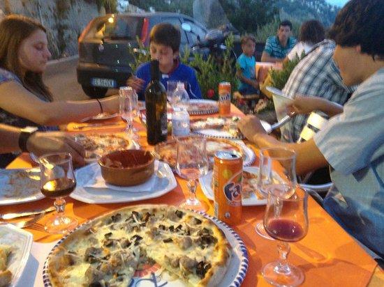 Pizzeria Rosticceria Da Asporto: the pizza