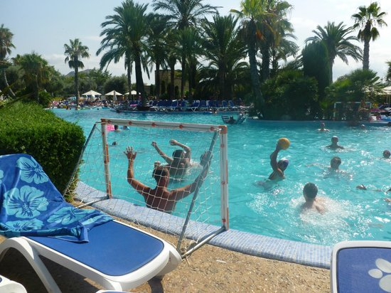 PortBlue Club Pollentia Resort & Spa : Water polo at Hotels main pool