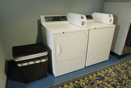Days Inn Darien: Guest Laundry
