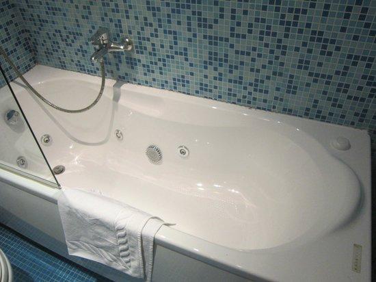 Hotel Alpi Resort : vasca idromassaggio