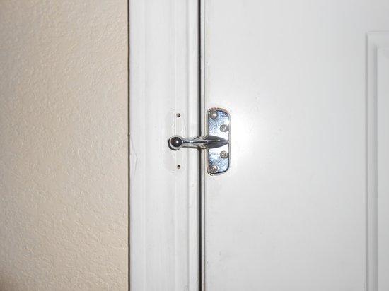 Quality Inn: Door latch missing