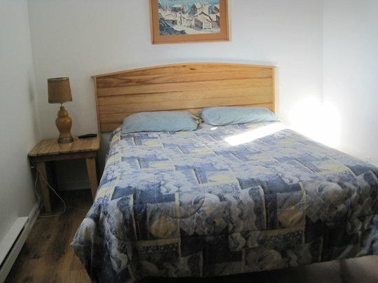 Shark Cove Suites: First Bedroom