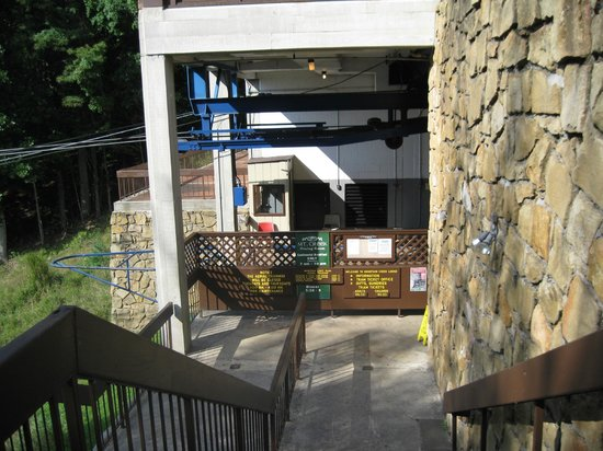 Pipestem Resort State Park Lodge : Entrance to the aerial tram at top of gorge.