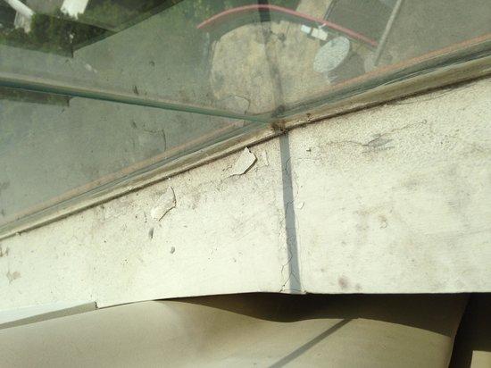 Sensa Hotel: Dust on the Deluxe Window