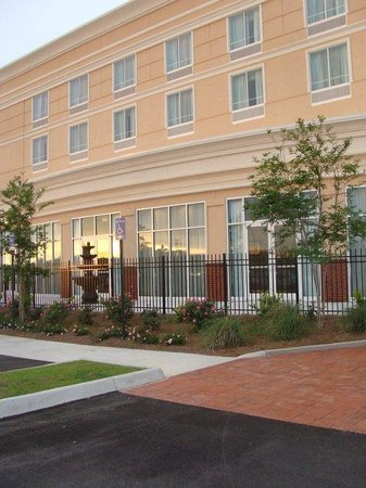 Holiday Inn Dothan: Hotel Exterior
