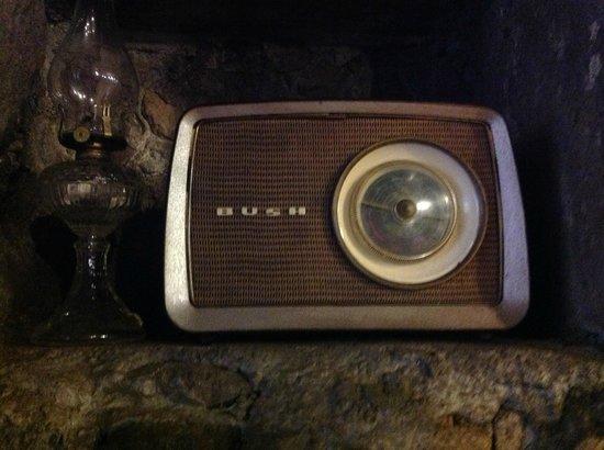 Restaurant Adega Lusitania: vecchia radio