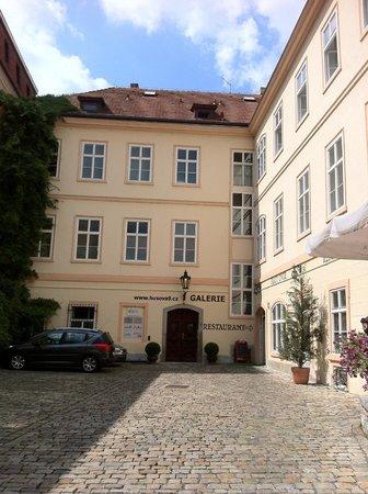 Residence Porta Aurea: Exterior of Husova 9 Apartments. In their quiet courtyard.