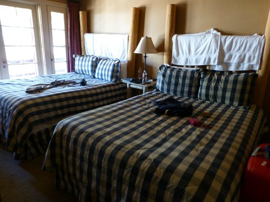 Sierra Sky Ranch: double queen size bedroom