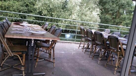 tables en bord de sevre picture of le carre d 39 eau. Black Bedroom Furniture Sets. Home Design Ideas