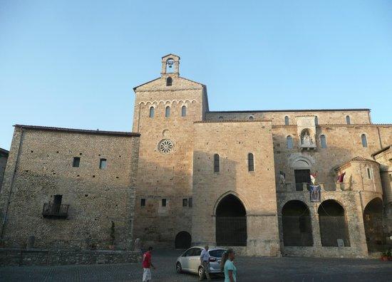 Il Viaggiatore : Anagni, piazza papa Innocenzo