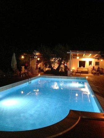 Hotel Giardino Giamperduto : Pool at night