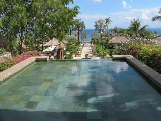 AYANA Resort and Spa Bali: Looking down to the restaurants and pool areas at Ayana