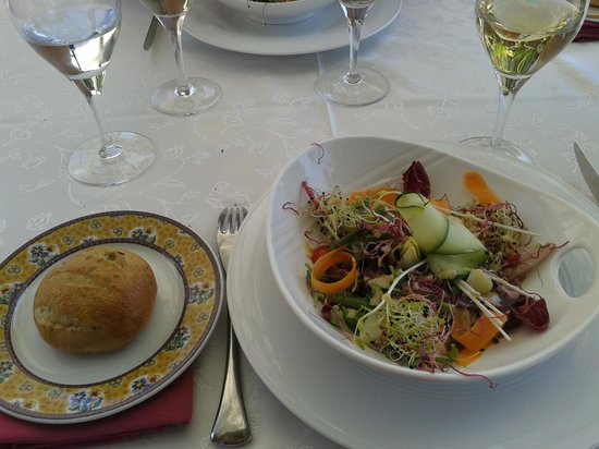 Le Logis de l'Escalin : méli melo salade / pain olives