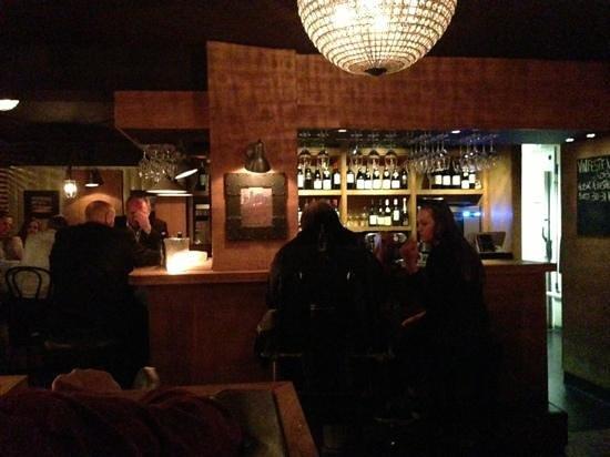 Dråpen Vinbar : nice wine bar, very friendly service