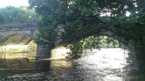 Burton-in-Lonsdale, UK: River and bridge