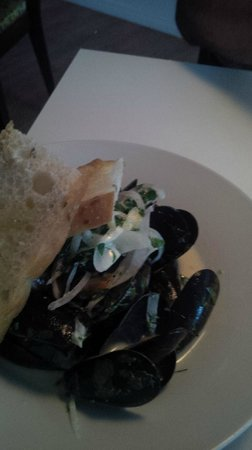Public Kitchen & Bar: Mussels in creamy dill sauce