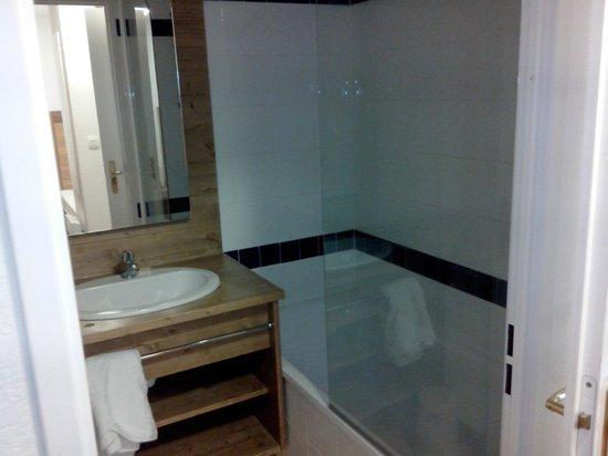 Madame Vacances Résidence Le Parc des Airelles : Salle de bains
