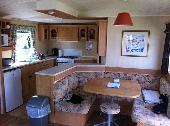Weeley Bridge Holiday Park - Park Resorts: kitchen