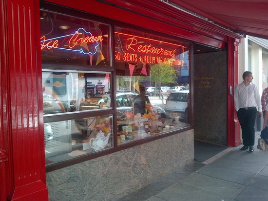 Shelbourne Bakery and Restaurant: Frontage