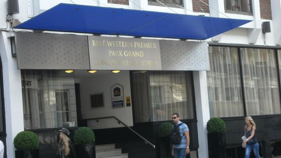 Park Grand London Kensington: Hotel indgangen.