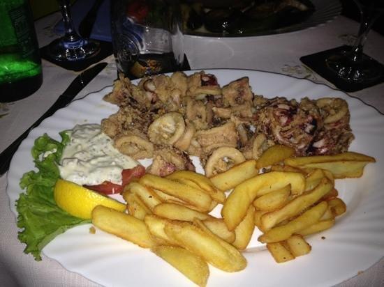 Mendula Restaurant: calamari fritti
