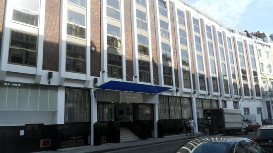 Park Grand London Kensington: Hotellet set fra gaden.