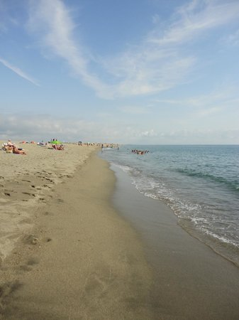 Camping Le Trivoly : the beach at 800m