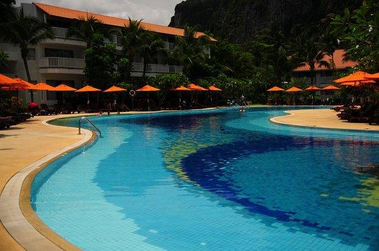 Aonang Villa Resort : プールビュー