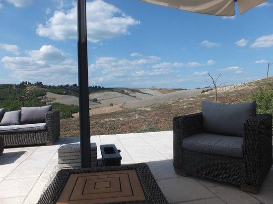 Monte Casone: Le salon extérieur proche de la piscine