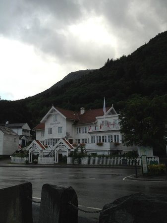 Utne Hotel: The hotel from the ferry