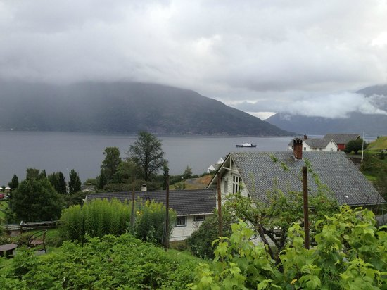 Utne Hotel: A short walk above the hotel - view over the fjord