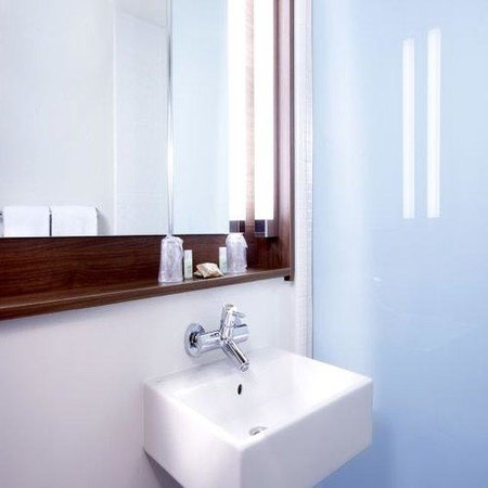 Campanile Lille - Euralille : Bathroom