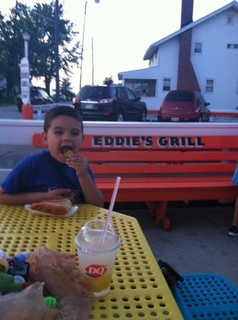 Eddie's Grill : Loved the Hot Dog and Fries!
