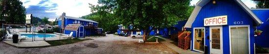 Brookside Motel : Motel and Parking